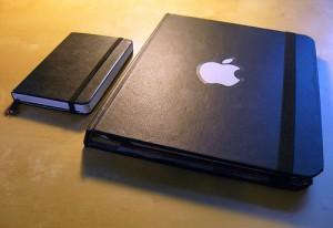 ipad moleskine 300x206 Comment fabriquer une protection pour iPad en moleskine